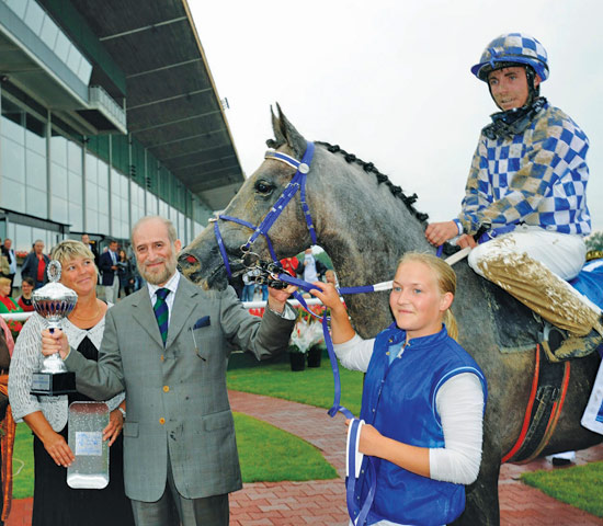 Dr Mohammad Bin Abdulaziz Al-Nujaifi with his ararbian mare Gharraa after winning in Sweden.